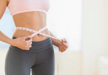 低糖質ふすま粉パンでスリムな体型の女性