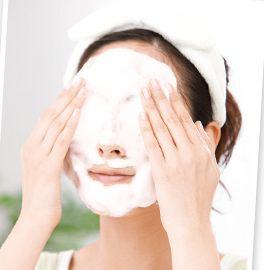 センシティブザイフで洗顔している様子