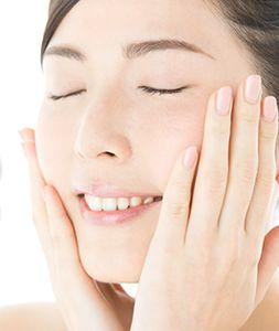 アルブチンやトラネキサム酸などでくすみのない透明美肌