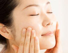 酵素洗顔で角栓、黒ずみを無理なく落とし、つるんとなめらかな美肌