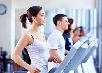 疲労回復が促され、生き生きとエクササイズする女性
